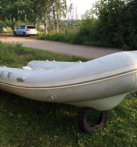 Лодка Brig F450