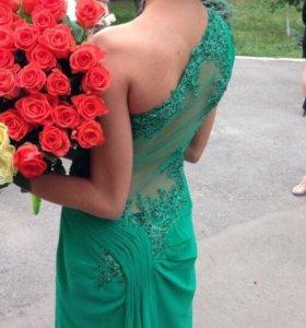 Изумрудное Вечернее платье размер 42-44.