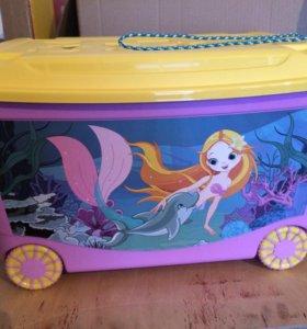 Ящик для игрушек на колёсиках и с веревкой