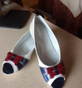 Абсолютно новые кожаные Туфли для девочки