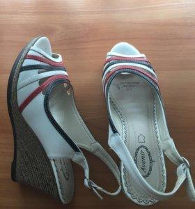 Туфли новые(натуральная кожа)