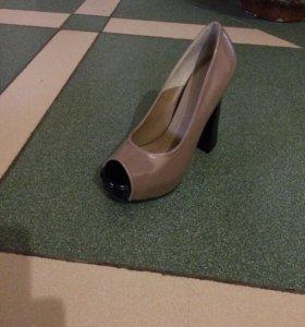 Лакированные туфли новые