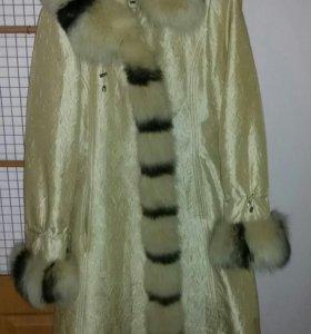 Пальто на натуральной мех подстежке с капюшоном
