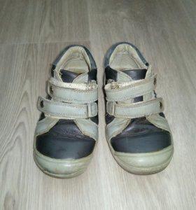 Кожаные кроссовки р.25