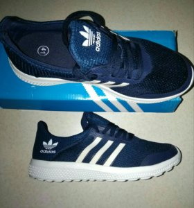 Кроссовки Adidas р-р 40, 41