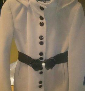 Пальто, одевала пару раз подходит на 44 размер