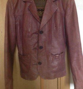Куртка кожа naf naf 44 р