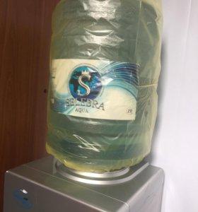 Бутилированная питьевая вода 19л