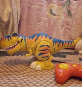 Радиоуправляемый динозавр