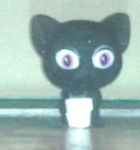 Фигурка чёрного кота.