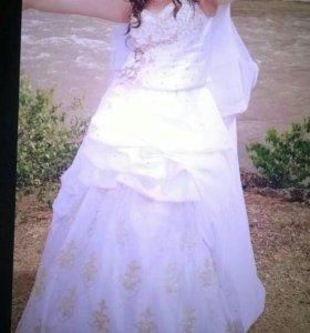 Свадебное платье, торг уместен.