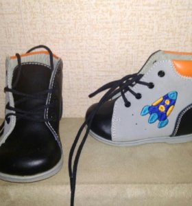 Ботиночки и сандали на первый шаг