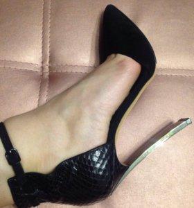 Туфли Casadei 39 р