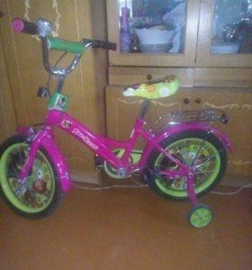 Велосипед в отличном состоянии. От 3х до 8 лет.