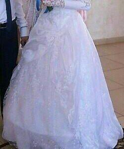 Свадебное платье, перчатки и туфельки