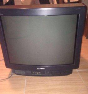 Большой цветной телевизор с пультом