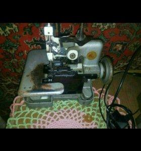 Швейная машина оверлок