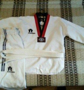 Продаю кимоно от 6 до 8 лет