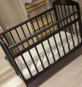 Детская кровать + матрас + аксессуары