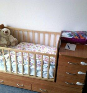 Детская кроватка - маятник + матрасом