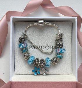 Браслет в стиле pandora с голубыми шармами