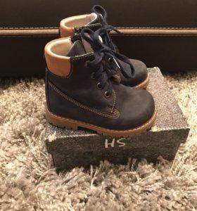 Детские ботинки весна - осень .
