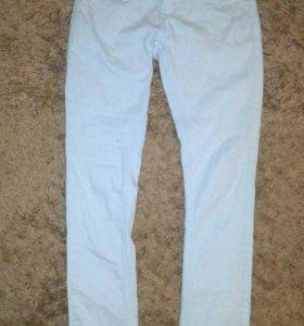 Бледно-голубые джинсы-скинни. 42-44
