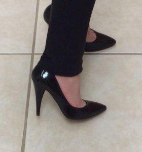 Новые туфли чёрные лаковые Vince Camuto