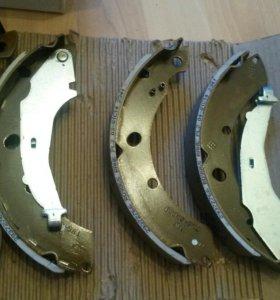 Колодки тормозные барабанные 6RU698525A vw Polo