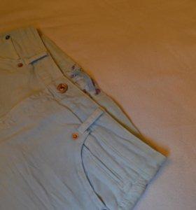 Джинсовые шорты 'Bershka'.