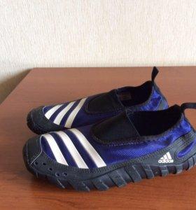 Коралловые тапочки adidas (аквасовки)
