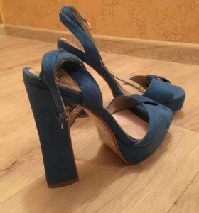 Туфли; босоножки