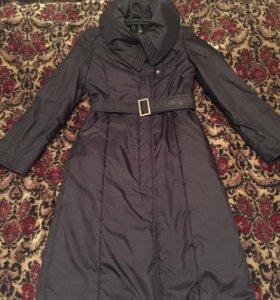 Демисезонное чёрное пальто с поясом