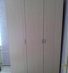 Шкаф распашной трехдверный, выс-2100,ш-1400,г-550.