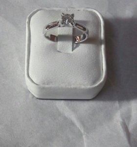 Новое золотое кольцо Cartier с брилл 0.32 ct