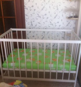 Кроватка детская с матрацем