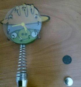 Часы на пружине в стиле Angry Birds
