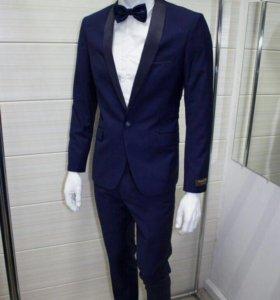 Новый мужской костюм смокинг