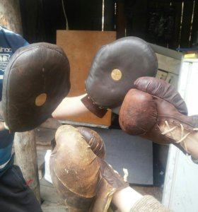 Боксерские перчатки кожаные!