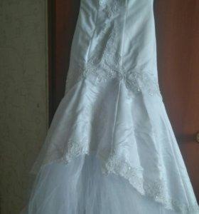 Свадебное платье, фата, перчатки, винок.