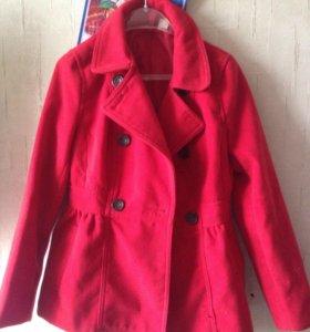 Пальто красное женское