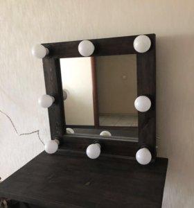 Столик и зеркало для макияжа