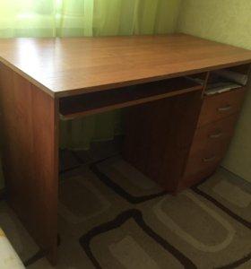 Срочно продам стол письменный/компьютерный