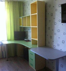 Кровати,вещевой шкаф,ящики,стол