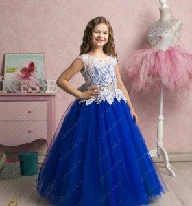 Платье очень красивое, размер 34