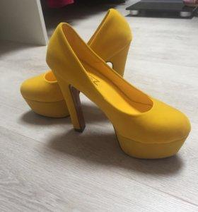 Продаю новые туфли 37