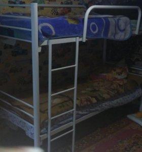 Двухярусная кровать б/у с матрасами