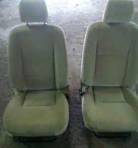 Передние сиденья с Тойота корола