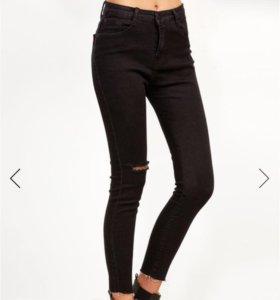 Чёрные рваные облегающие джинсы