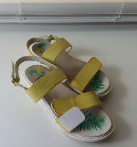 Обувь для девочки 35 размер.